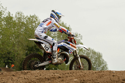 Dankers passes Elzinga and wins the moto and the overall