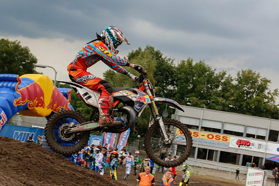 Thonies is 3rd in the moto and the overall
