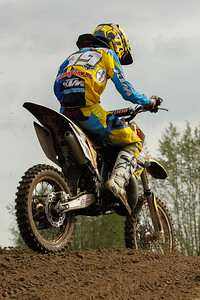 Elzinga is 2nd in the moto and the overall