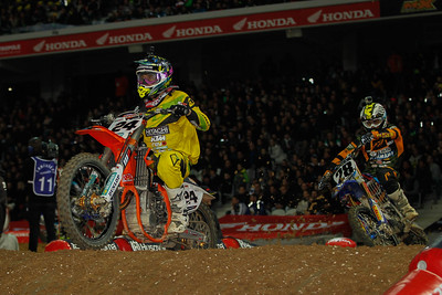 Simpson leads before Peick