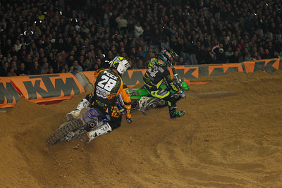 Dylan Ferrandis leads in front of Weston Peick