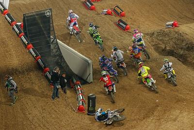 Start 1st Semi-Final on Sunday, Guillod crashes in the back