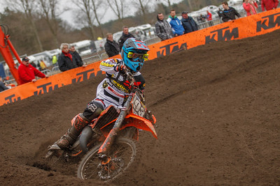 Geerts has a bad start but shows all the 250 and 450 riders his back, wins the race and the MX2 Class
