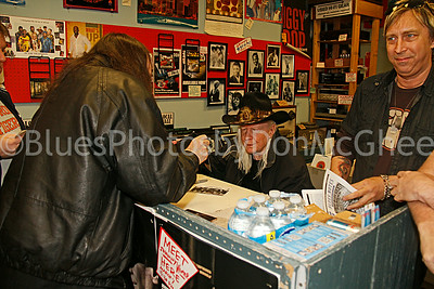 Johnny Winter signing autographs, Paul Nelson