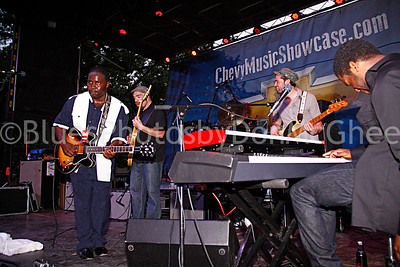 Marquise Knox, Michael Ledbetter and band