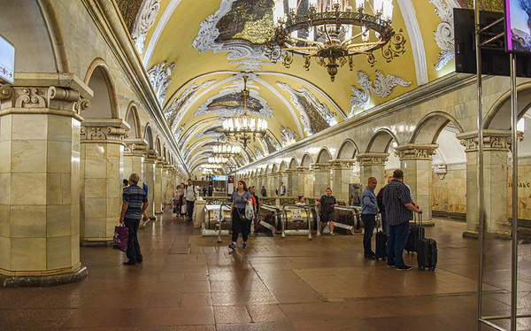 Opulence - The Moscow Subway Experience On The Way To Work