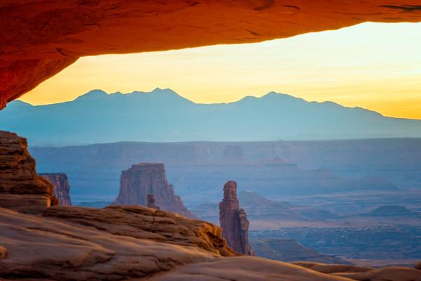 Mesa Arch Dawn - Canyonlands-2