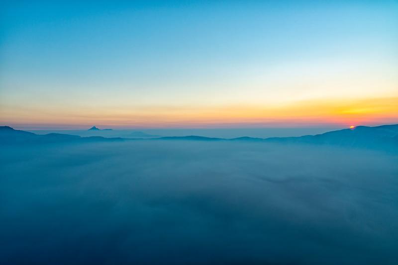 Crater Lake Smokey Sunrise Mount Thielsen - Crater Lake