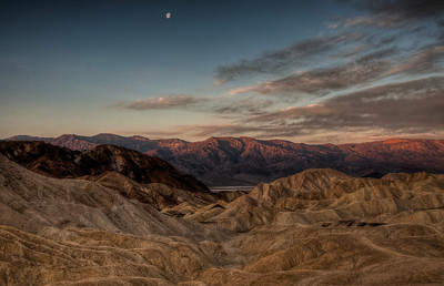 golden-canyon-moonset-hdr