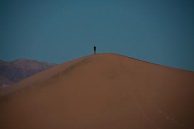sand-dune-woman-4