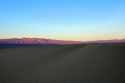 death-valley-mountain-glow-2