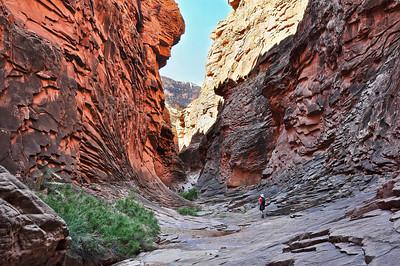 canyon-hiking