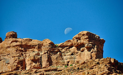 canyon-walls-moon