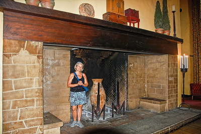 yosemite-ahwahnee-fireplace-woman