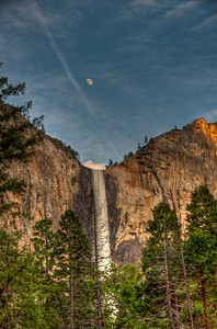 yosemite-bridalveil-falls-moon-2