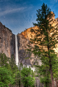 yosemite-bridalveil-falls-moon