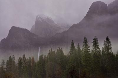 yosemite-bridalveil-falls-fog-2