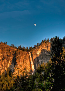 yosemite-bridalveil-falls-moon-7