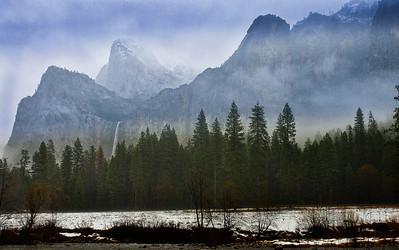 yosemite-bridalveil-falls-fog-2-2