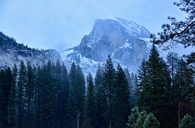 yosemite-half-dome-fog-snow