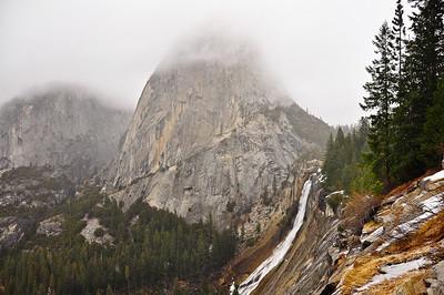 yosemite-nevada-falls-liberty-cap-fog
