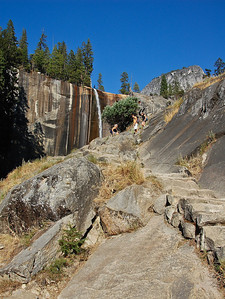 hiking-yosemite-vernal-falls