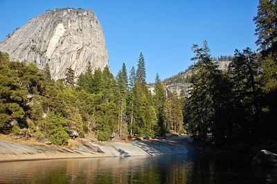 yosemite-emerald-pool-liberty-cap-mountain