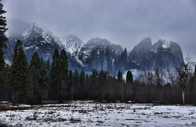 yosemite-valley-foggy-mountains