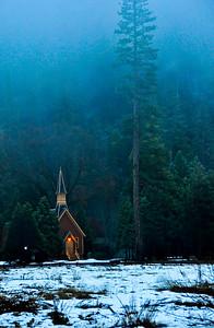 yosemite-chapel-fog