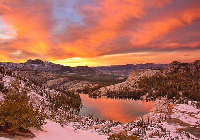 yosemite-cathedral-lake-sunset-glow