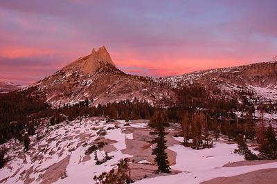 yosemite-cathedral-peak-pink-glow