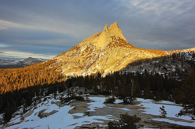 yosemite-cathedral-peak-glow