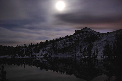 yosemite-cathedral-lake-moon