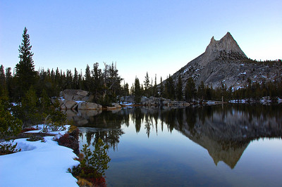 yosemite-cathedral-peak-lake-reflection