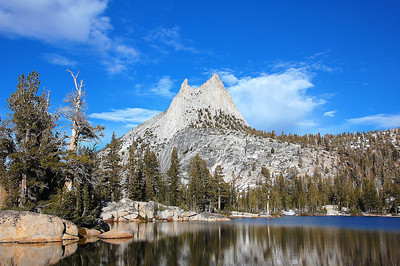 yosemite-cathedral-lake-peak