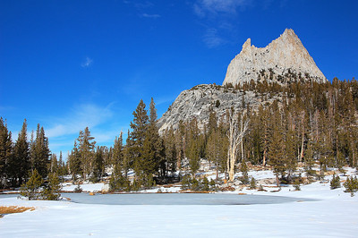 yosemite-cathedral-peak-frozen-lake