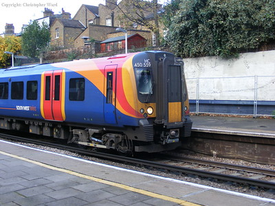 High-capacity 450559 with a Hounslow loop service