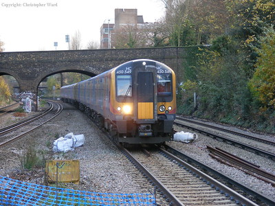 450549 with a service for Hounslow via. Barnes Bridge
