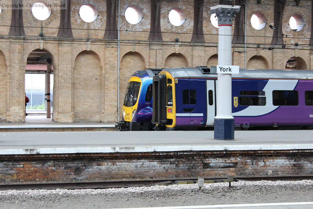Another Northern 158 and a TPE class 185 for Manchester Airport