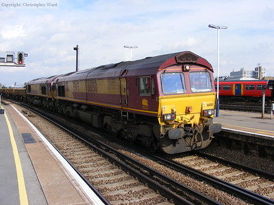 Double-headed 66s at Clapham