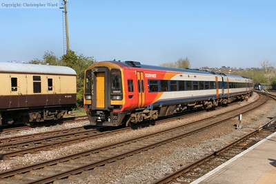 159020 departs on the rear of a Waterloo train