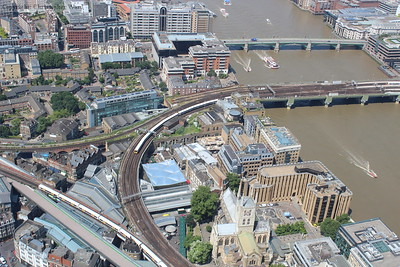 Networkers head away from Cannon Street and toward Charing Cross at Borough Market Junction