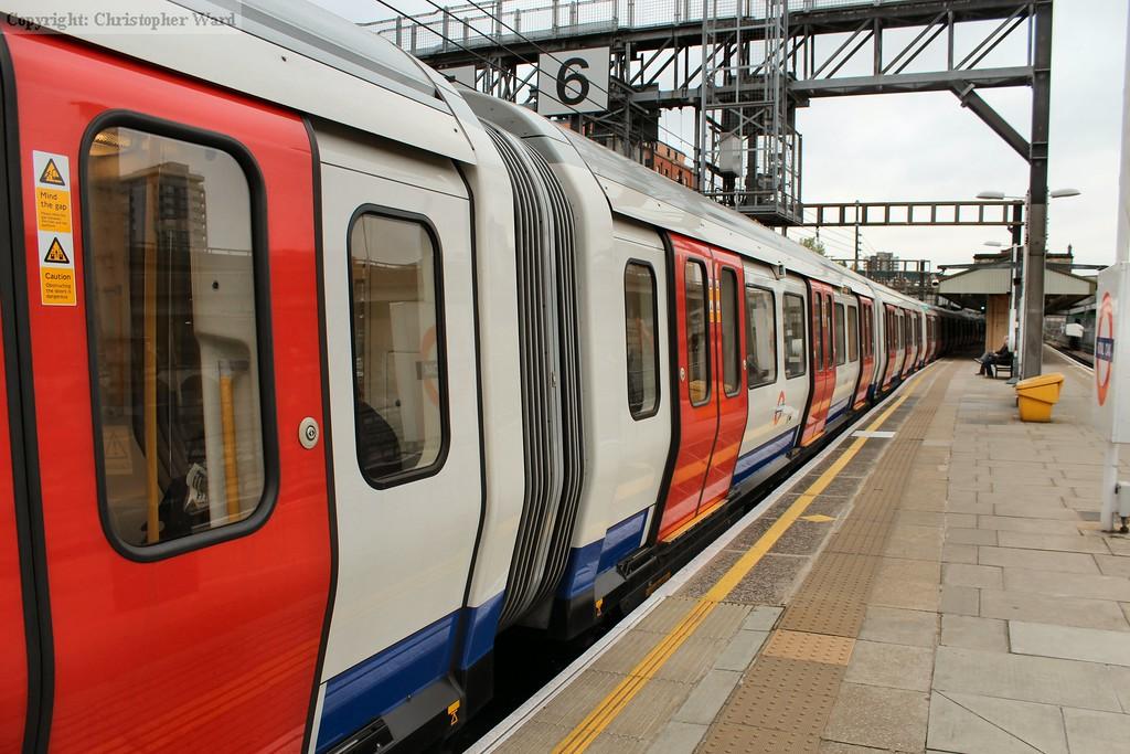 A Hammersmith & CIty line train waits to leave Royal Oak