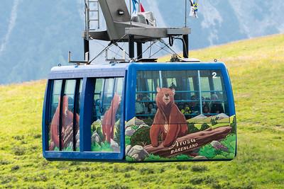 Die Weisshornbahn bringt die Besucher auf die Aussichtsplattform zur Bärenbeobachtung.