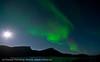 Nordlys på sør-østhimmelen, Efjord, 8.10.2011. Månen skinner til venstre, og til høyre skinner til i husene i Lødingen vestbygd. 33 sek eksponeringstid.