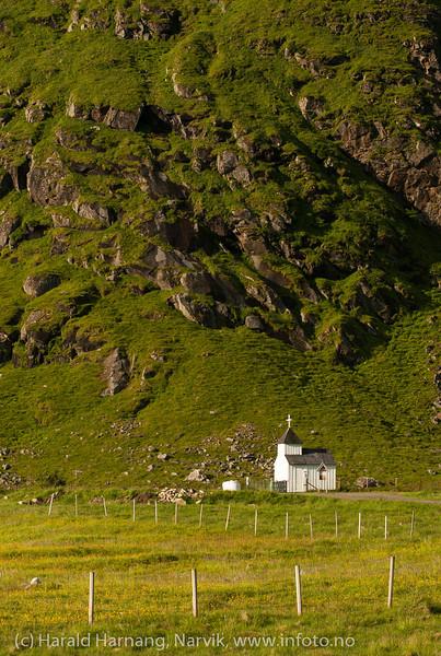 Lofoten, juni 2013. Unstad. Kirkegård og kapell.