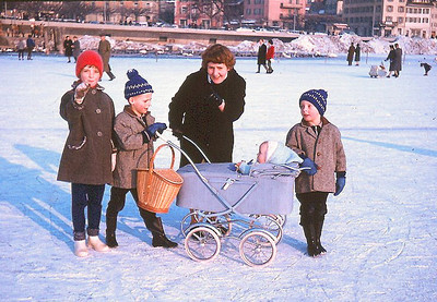 Family picture on the frozen Lake of Zug winter 1963. Left to right Regula, Thomas, mother Anna, Luzia and Martin. According to my mother this was on March 2nd 1963, the first anniverary of Luzia my younger sister.