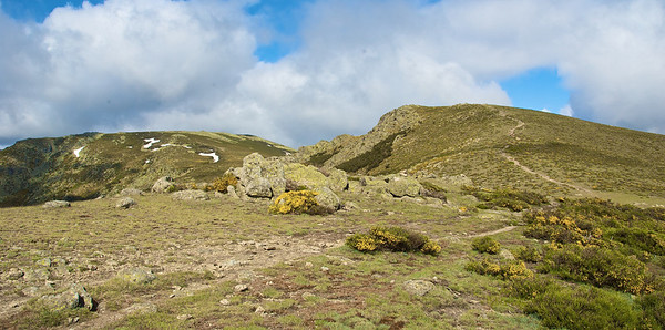 Subida hacia Asómate de Hoyos (2242 m)