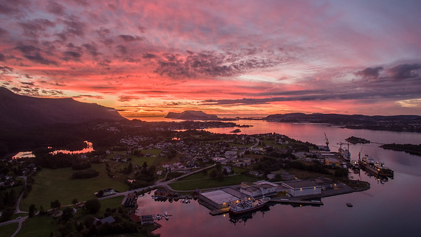 Fiskarstrand i solnedgang, Sula kommune
