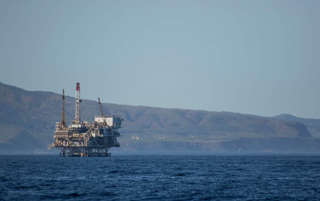 Off the coast of California is one of the oil rigs and just beyond is Santa Cruz Island. (© Erica Jacques 2016)